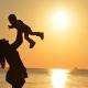 Met deze tips bescherm je je baby het beste tegen de zon